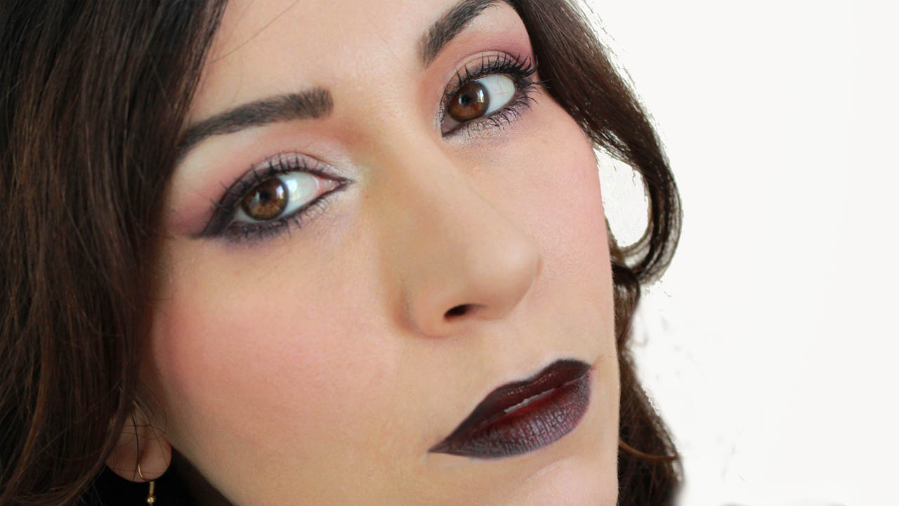 immagine trucco make up look gothic con rossetto scurissimo dark sfumaturemakeup & beauty