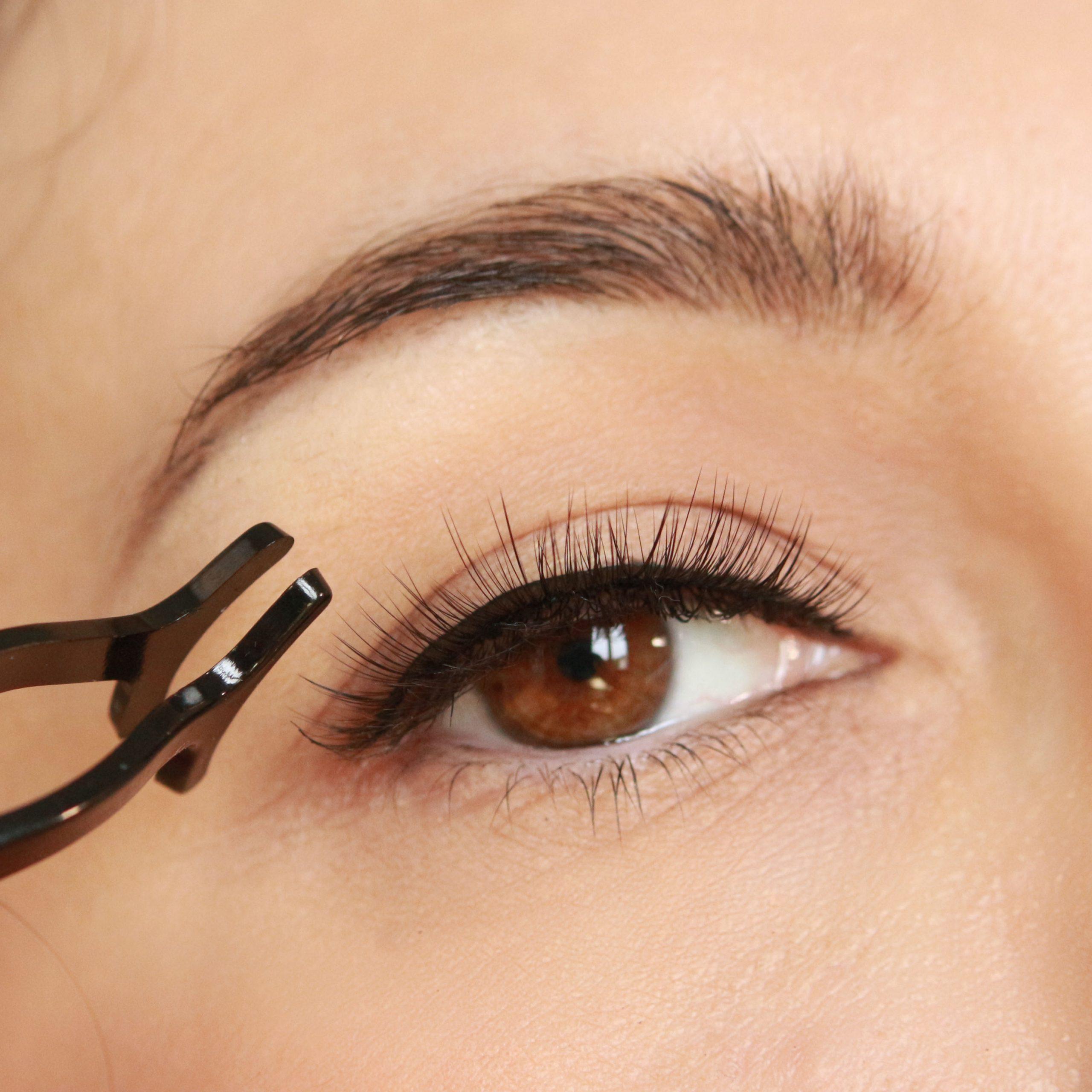 Come mettere l'eyeliner magnetico e le ciglia finte magnetiche: tutti i consigli.