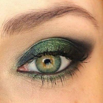 trucco occhi verdi con ombretto verde